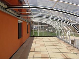 Geräumige Terrassenüberdachung CORSO Style