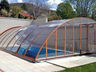 Terrassenüberdachung CORSO Style im Holzdekorals Poolüberdachung benutzt