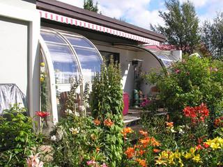 Terrassenüberdachung CORSO voll von den Blumen belegt