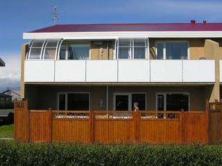 Terrassenüberdachung CORSO Entry als bewegliche Segmente für Balkon