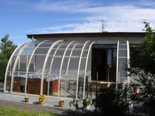 Terrassenüberdachung CORSO Entry von ALUKOV teilweise aufgeschoben