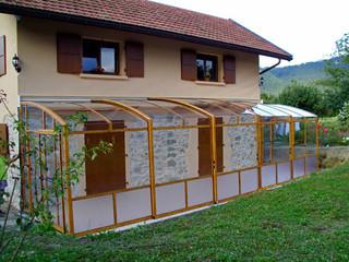 Terrassenüberdachung CORSO Premium im Holzdekor und kinderleichtem Verschieben aller Segmente