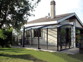 Geschlossener Saison-Wintergarten schützt Ihre Terrasse von Unwetter
