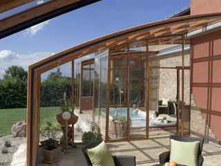 Schön angepasste Terrassenüberdachung von Alukov von Innensicht