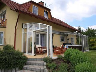 Offene Terrasse ist beim Regen leicht zu zumachen