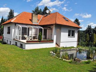 Beste Alternative zum Wintergarten ist massgefertigte Schiebeüberdachung CORSO von ALUKOV