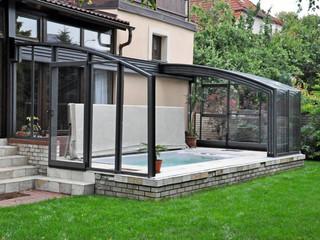 Offene Terrassenüberdachung CORSO als Schutz für Ihren Pool