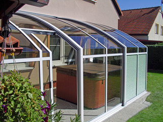Ihr Kalt-Wintergarten dient auch als Dach für Ihren Whirlpool