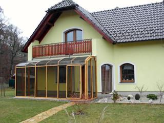 CORSO™ Saison-Wintergarten im Holzdekor erfreut sich grosser Beliebtheit