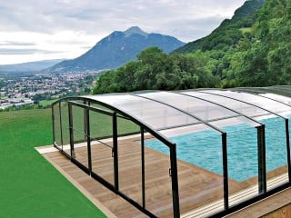 Pool enclosure Venezia with beautiful view in the background