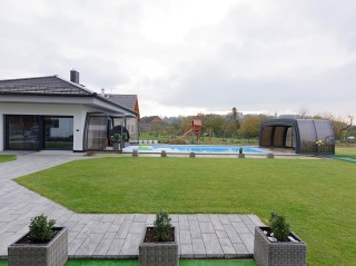 Fully retracted pool enclosure Omega with anthracite finish