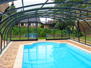 Blue polycarbonate filling used on swimming pool enclosure