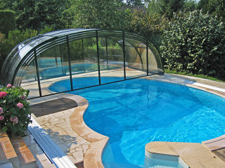 Enormous inner space of pool enclosure LAGUNA by Alukov