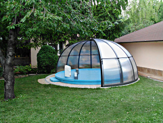 Pool enclosure ORIENT protects pool from debris