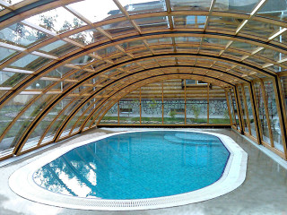 Retractable pool enclosure RAVENA keeps your pool much cleaner