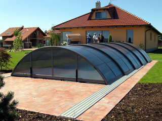 Swimming pool enclosure UNIVERSE NEO can be fully opened