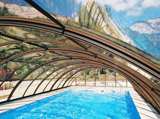 Swimming pool enclosure UNIVERSE keeps your pool cleaner
