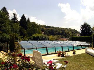 Retractable pool enclosure VENEZIA with dark profiles