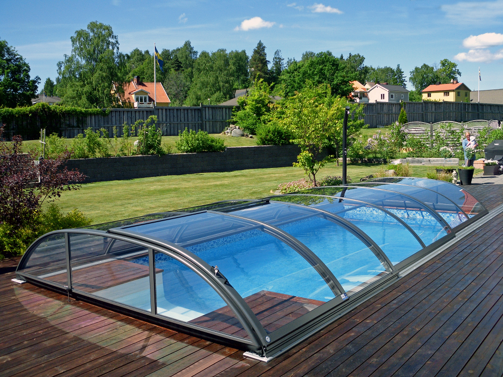 Pool enclosure AZURE flat compact - compact polycarbonate solution