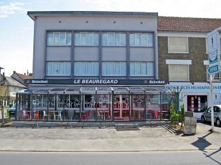 Café Le Beauregard má nové zastřešení terasy od Alukovu