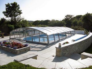 Nízké zastřešení bazénu, model IMPERIA NEO™ od Alukovu