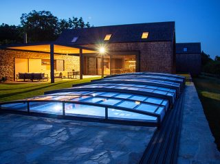 Romantická noční scenérie se zastřešením bazénu VIVA™