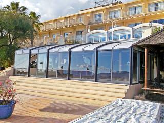 Pro hotel u pláže jsme v Alukovu vytvořili krásné zastřešení pro jejich venkovní posezení