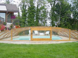 Zastřešení na bazén ELEGANT větších rozměrů v provedení imitace dřeva