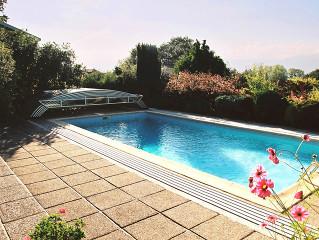 Bazénové zastřešení ELEGANT v okrasné zahradě