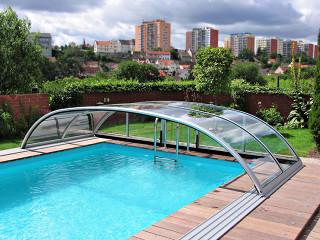 Segment zastřešení bazénu ELEGANT se stříbrnou barvou na profilech