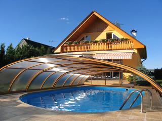 Imitace dřeva na bazénovém zastřešení ELEGANT NEO™