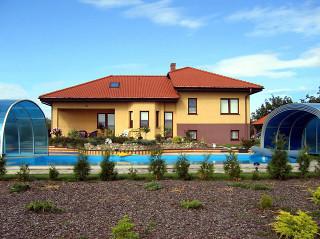 Vysoký kryt na bazén LAGUNA NEO™ od Alukov a.s.