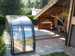 Zastřešení bazénu LAGUNA NEO™ zakomponované do architektury domu