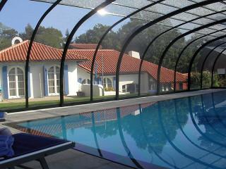 Podchozí bazénové zastřešení LAGUNA NEO™ v antracitové barvě