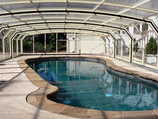 Bazénové zastřešení OCEANIC high je vhodné na různé tvary bazénů