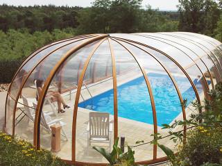 Bazén zakrytý zastřešením OLYMPIC™ lze využívat i za špatného počasí