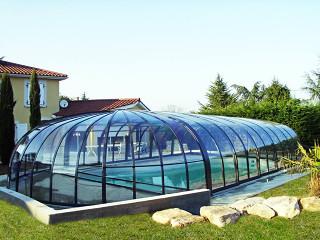 Uzavřené zastřešení bazénu OLYMPIC™ v antracitové barvě