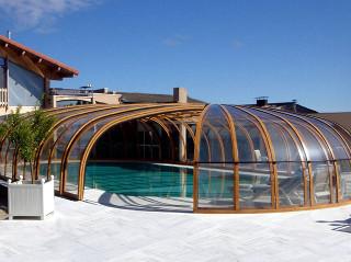 Zastřešení bazénu OLYMPIC™ dodává společnost Alukov a.s., výrobce kvalitních krytů na bazén