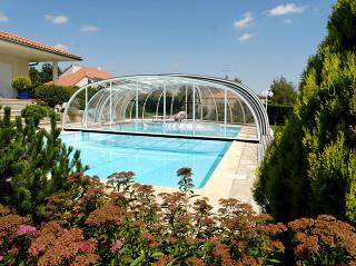 Zastřešení bazénu OLYMPIC™ z rodiny vysokých zastřešení od Alukov a.s.