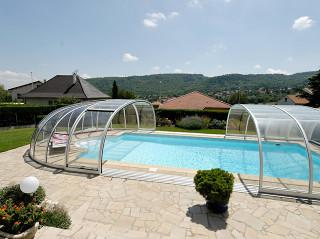 Zastřešení bazénu OLYMPIC™ vyrobené z hliníkových profilů a čirého kompaktního polykarbonátu