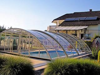 Prodlouženou koupací sezónu nabízí zastřešení bazénu RAVENA