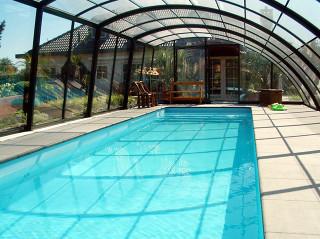 Zastřešení bazénu RAVENA ochrání Váš bazén před venkovními nečistotami