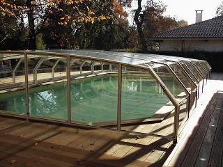 Zastřešení bazénu RIVIERA prodlouží koupací sezónu od jara do podzimu
