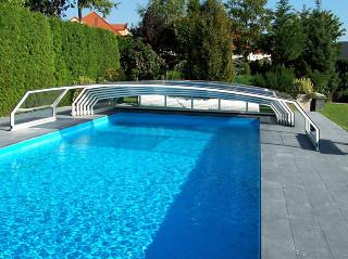 Zastřešení bazénu RIVIERA od výrobce kvalitních krytů na bazén Alukov a.s.