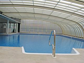 Bazénové zastřešení STYLE™ chrání Váš bazén před venkovními nečistotami