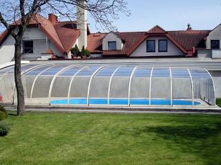 Bazénové zastřešení STYLE™ dodává Alukov a.s. - výrobce kvalitních krytů na bazény