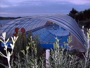 Večerní pohled na zastřešení bazénu UNIVERSE