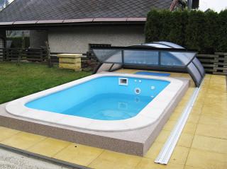 Zastřešení bazénu UNIVERSE s výklopnou čelní stěnou pro lepší manipulaci