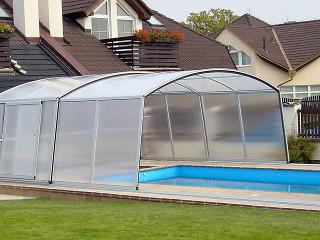 Zastřešení bazénu VENEZIA s možností fixace čelní stěny