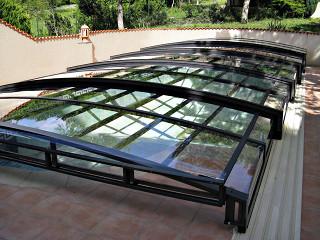 Zastřešení bazénu VIVA™ s možností vyklopení části čelní stěny zastřešení